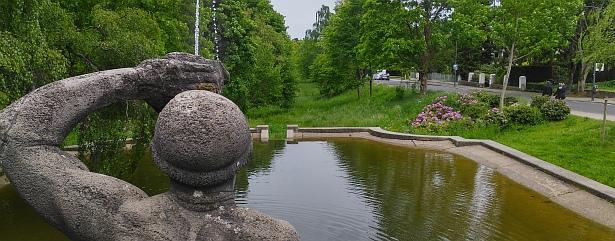 Tritonenbrunnen und Paubachtal